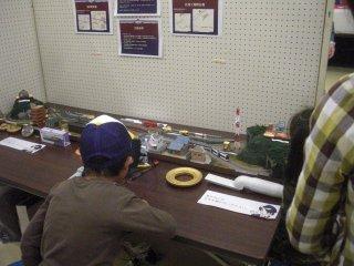 鉄道模型レイアウトを特製し、製品サンプルを配置しました。